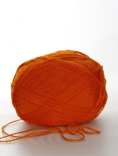 Uldgarn i Klar orange farve...