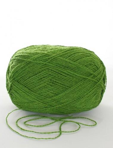 Uldgarn i klar grøn farve...