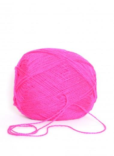 Uldgarn i klar pink farve 107